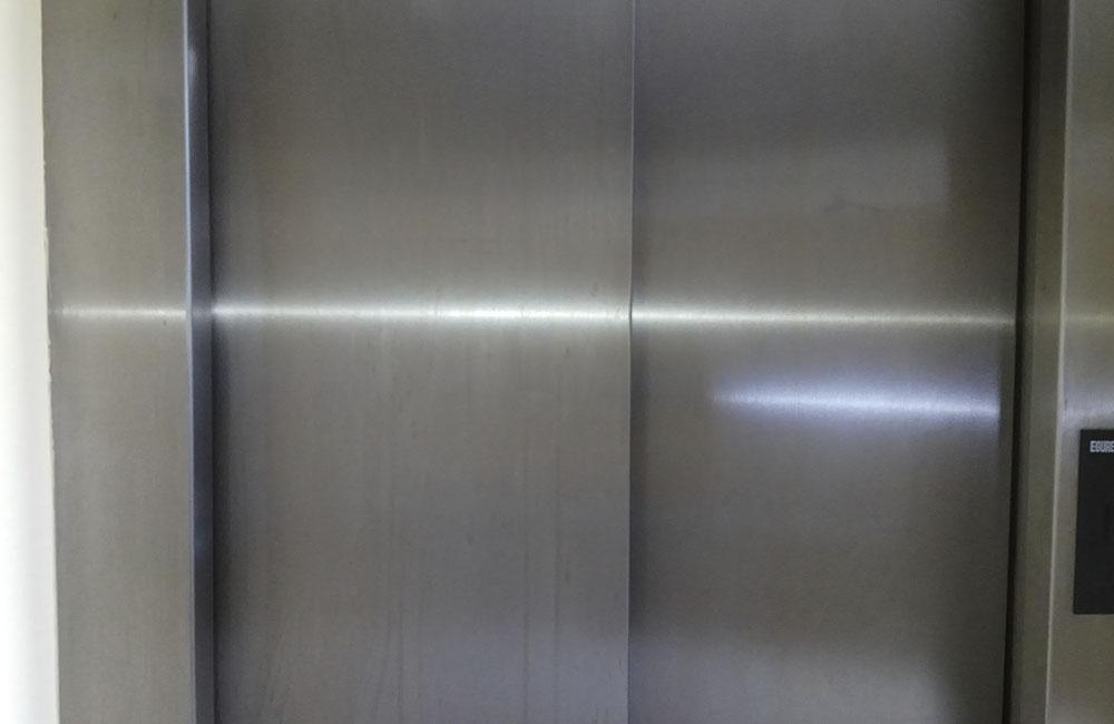 limpieza de ascensor