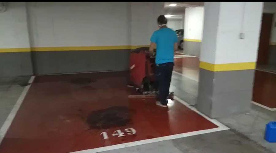 eliminacion de manchas de aceite en garaje antes